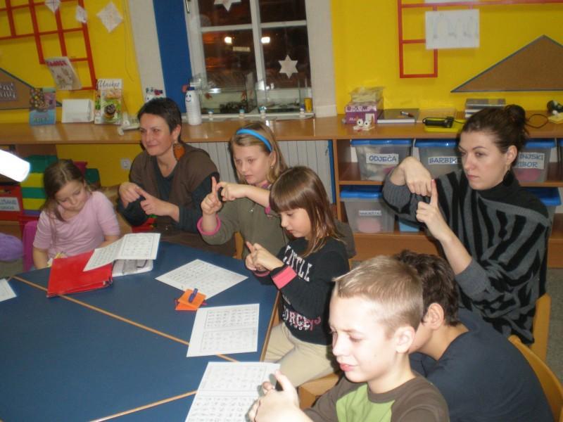 Prva radionica Govorimo znakovni u Igraonici na Dječjem odjelu Narodne knjižnice Petar Preradović